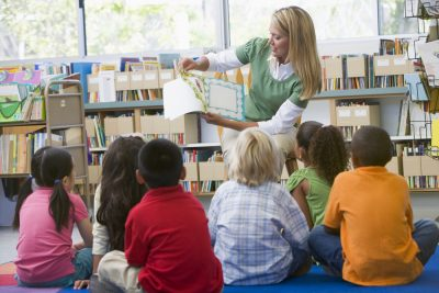 Advantages of Reading to Children Offer More Pros Than Cons.